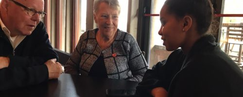 Minderjarige vluchteling YOIN in gesprek met belangstellenden